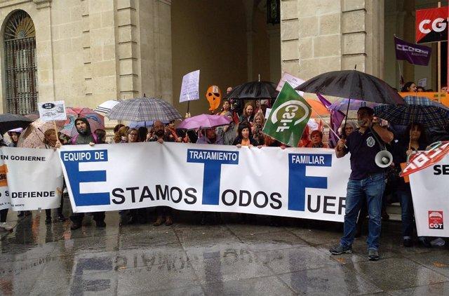 Manifestación por los ETF en Sevilla