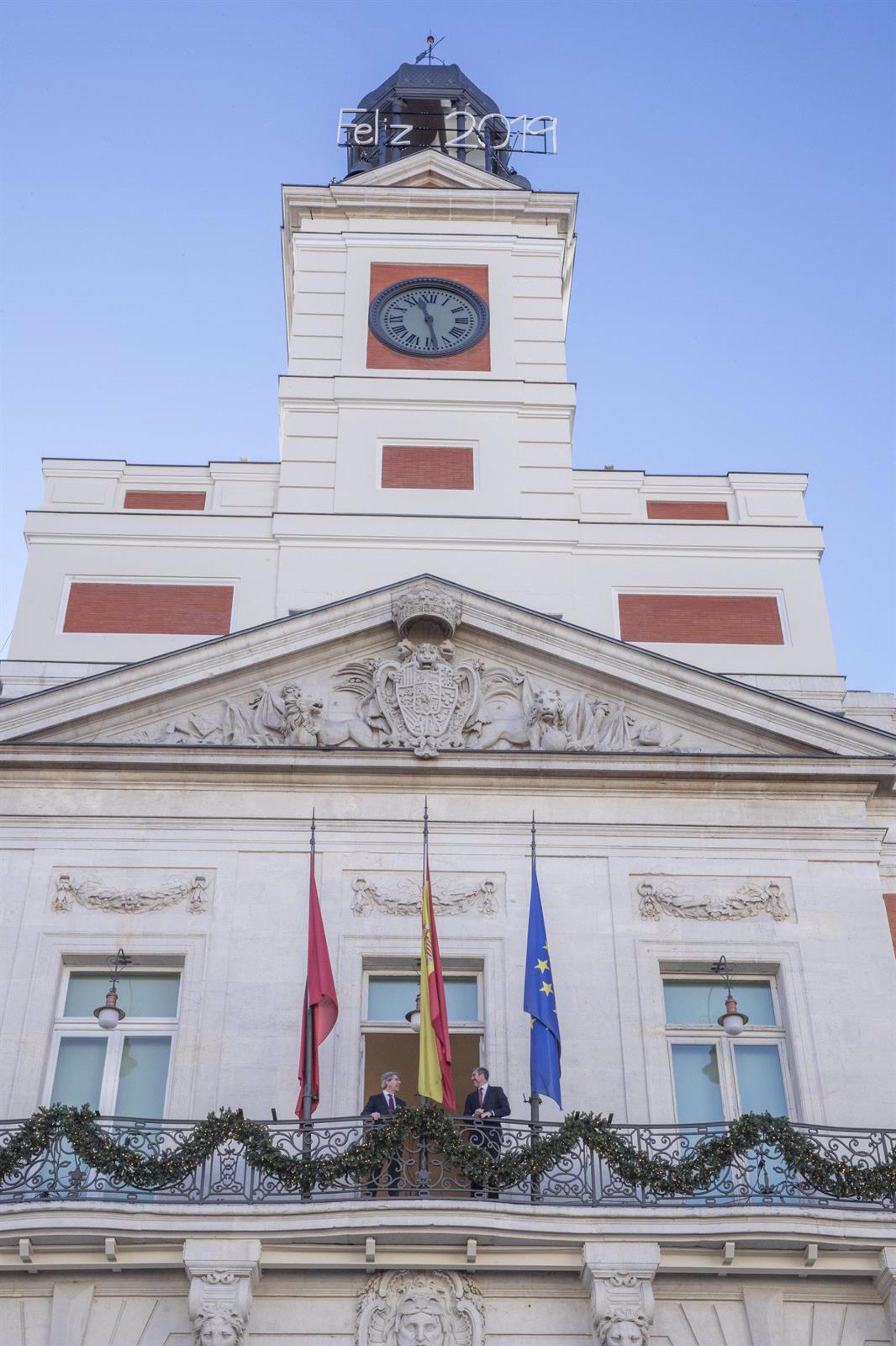 2115fc4aa2ce El reloj de la Puerta del Sol se retrasará mañana a las 00.15 horas para  dar las campanadas con el huso canario