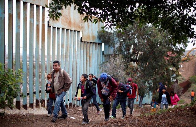 Migrantes hondureños de la caravana centroamericana en Tijuana