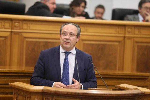 El consejero de Hacienda, Juan Alfonso Ruiz Molina, en el pleno