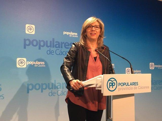 Cristina Teniente este lunes en rueda de prensa en Cáceres