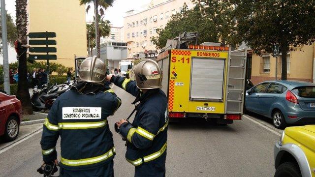 Los Bomberos de Cádiz tras intervenir en un incendio