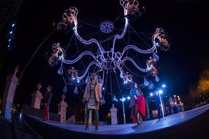 'Cristal Palace' transforma El Puente del Rey en un salón de baile barroco