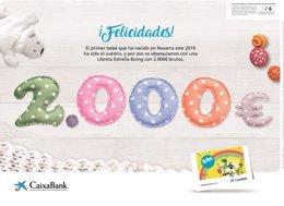 Cheque de CaixaBank para el primer bebé del año