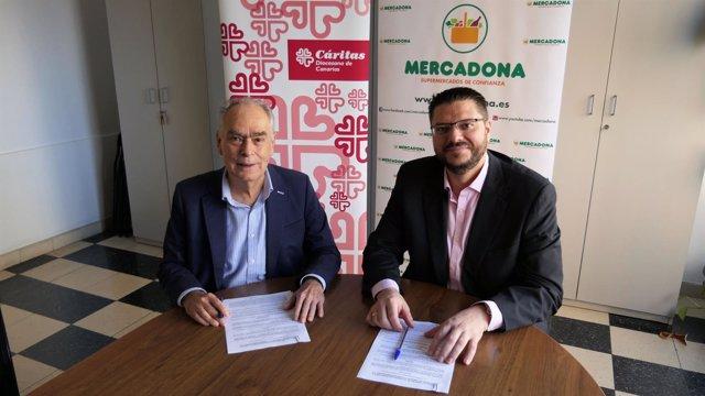 Arcadio Peñate y Gonzalo Marrero firman el acuerdo entre Mercadona y Cáritas