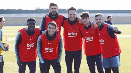 Último entrenamiento del año para el Barça con muchos canteranos
