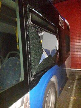 Autobús dañado en TUA