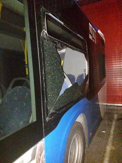 """TUA afirma haber sido víctima de un """"ataque"""" a sus autobuses y suspende la reunión con los trabajadores"""