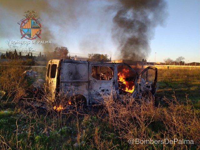 Incendio en una furgoneta en Son Banya