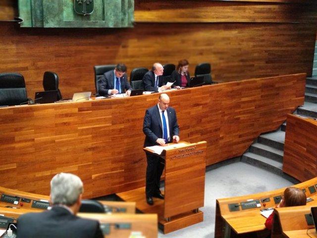El diputado de Foro Asturias, Pedro Leal, en el debate de totalidad presupuesto
