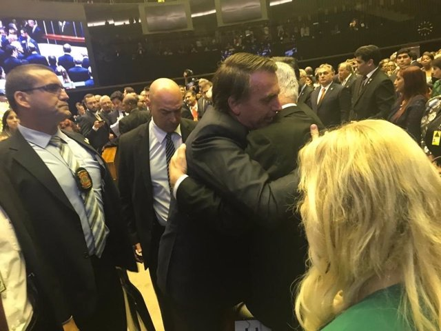 Abrazo entre Jair Bolsonaro y Benjamin Netanyahu