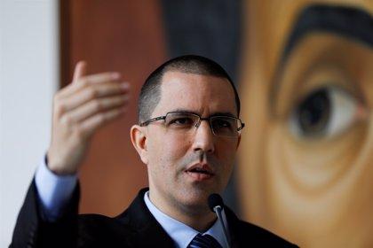 Arreaza acusa a Colombia de rechazar la ayuda de Venezuela para investigar el complot contra Duque