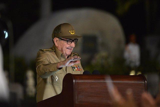 Raúl Castro durante el 60 aniversario de la revolución cubana