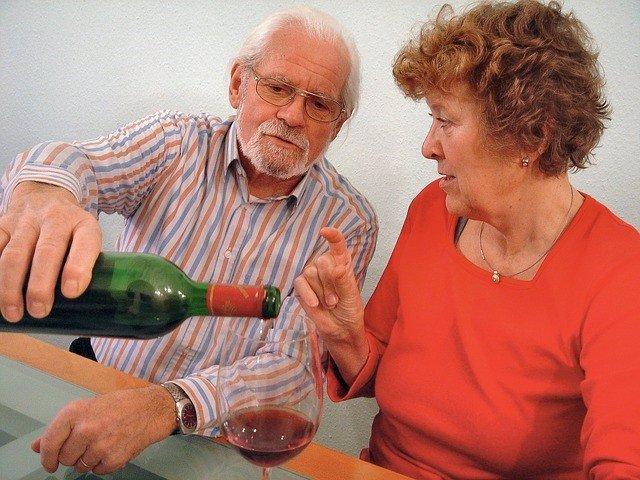 Alcohol, mayores, vino, consumo moderado