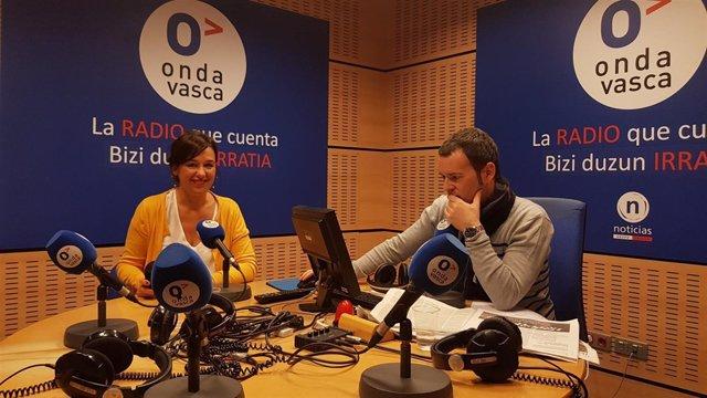 La parlamentaria de EH BIldu Jasone Agirre en entrevista radiofónica