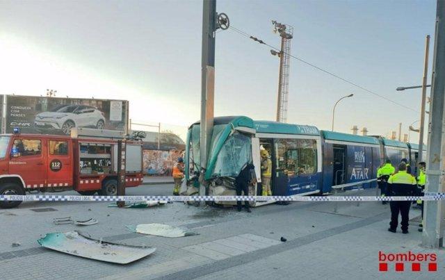 Tram accidentado en la estación de Sant Adrià