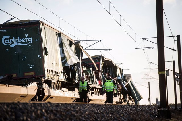 Tren accidentado en el puente del Gran Cinturón, en Dinamarca