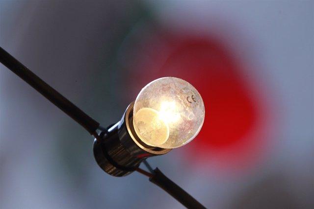 Bombeta, llum, electricitat, energia (recurs)
