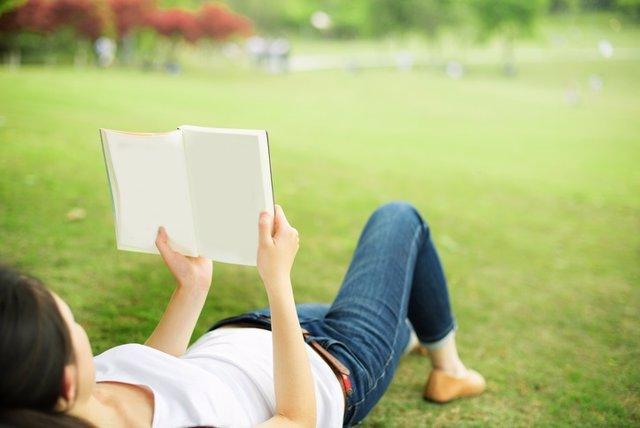 Lectura, libro, parque, mujer, tiempo libre