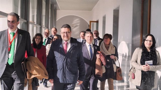 Francisco Serrano, amb els diputats de Vox