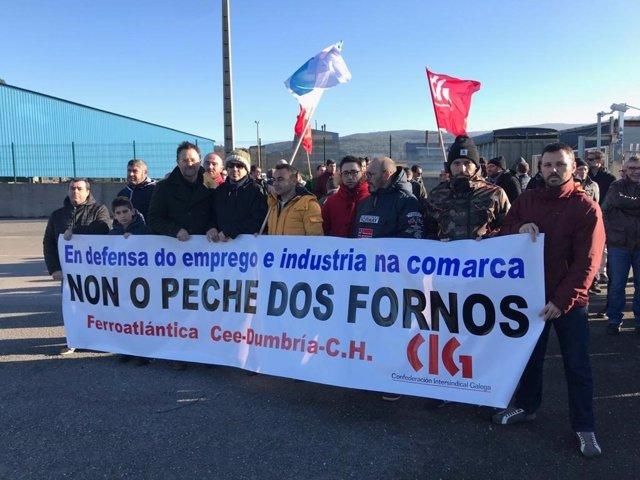 Concentración de la CIG en el puerto de Brens, en Cee (A Coruña)