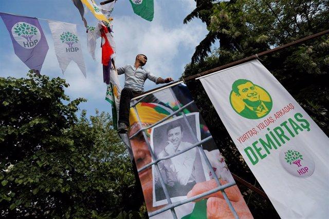 Un partidario de Selahattin Demirtas