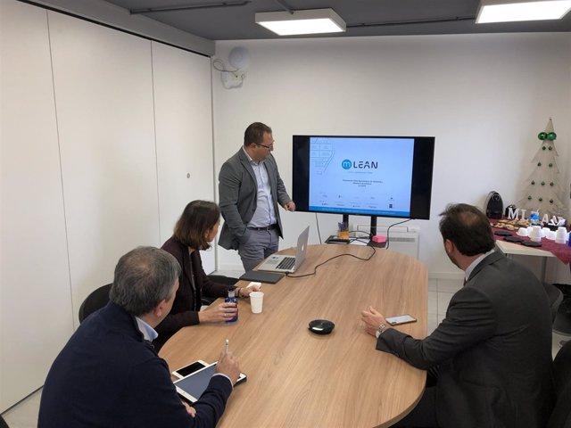 El CEO de Mobile Lean muestra su empresa a Maroto y Puente, 2-1-19
