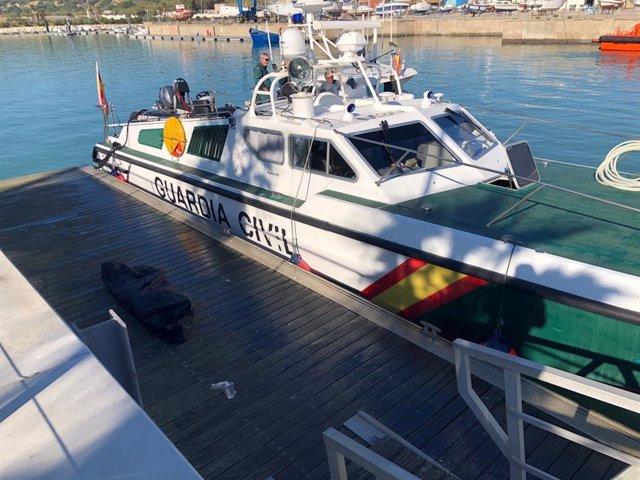 Embarcación 'Río Ulla' a su llegada al Puerto de Barbate con el cadáver