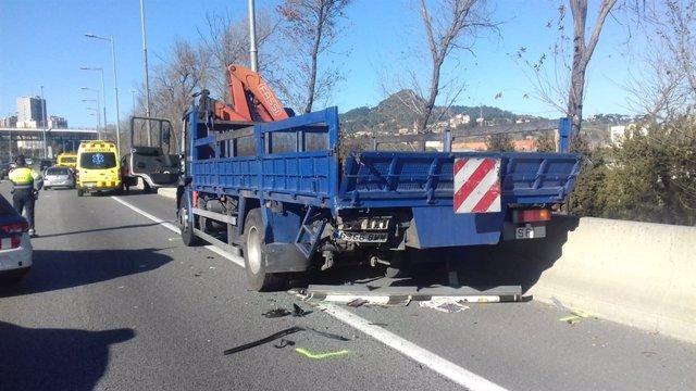 Mor una passatgera sense cinturó en un accident a Barcelona