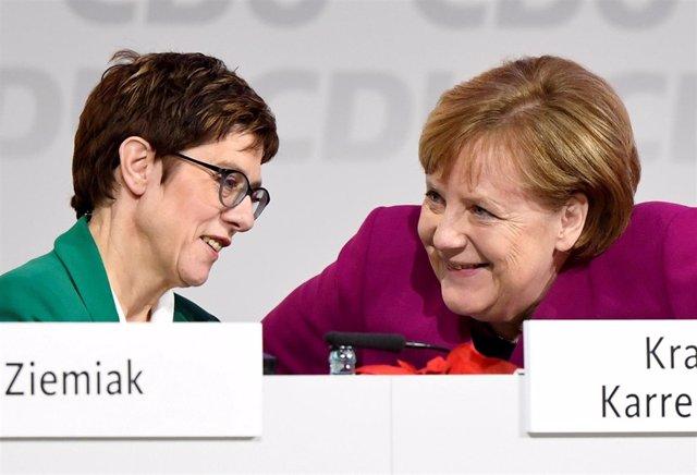 Annegret Kramp-Karrenbauer y Angela Merkel