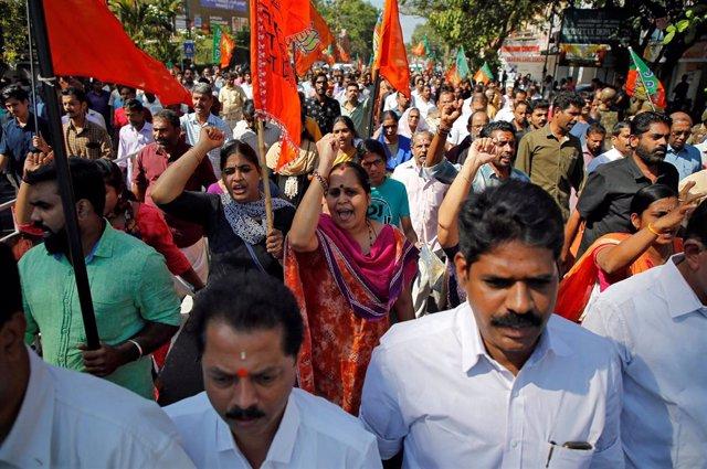 Protestas en Kerala contra la entrada de dos mujeres a un templo hindú