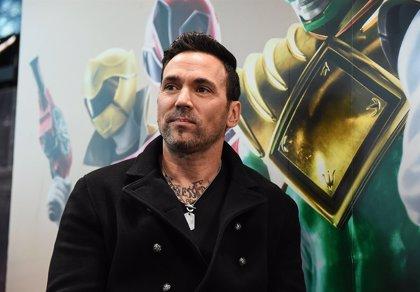 El Power Ranger verde (Jason David Frank) se pasa a la lucha libre