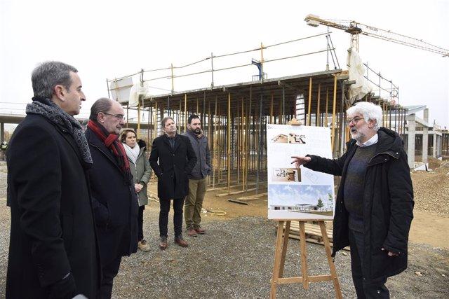 Lambán ha conocido hoy las obras del colegio y el centro de salud de Binéfar