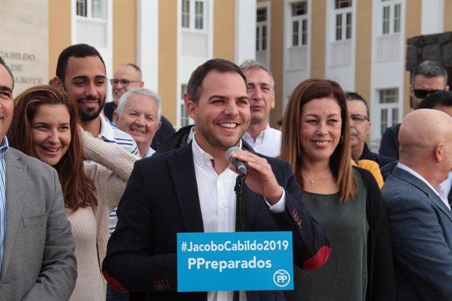 Jacobo Medina junto a Astrid Pérez