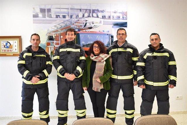 [Badajoz] Nota Informativa. Nuevos Trajes De Intervención Para Los Bomberos De L