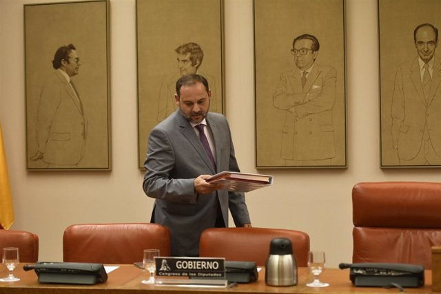 José Luis Ábalos comparece en la Comisión de Fomento del Congreso