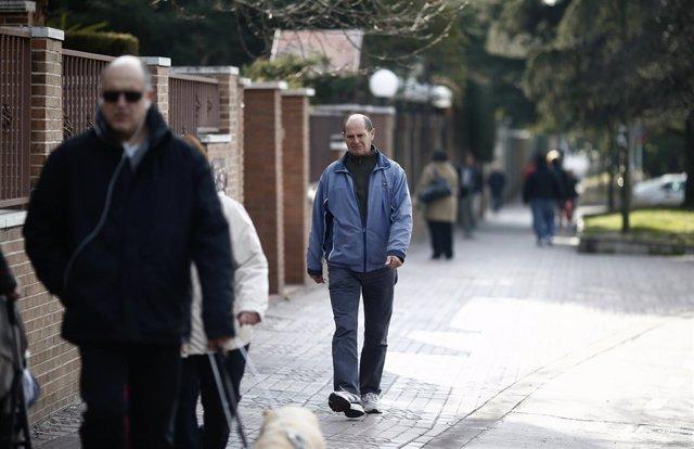 Gente paseando, paseo, jubilado, jubilación, caminando