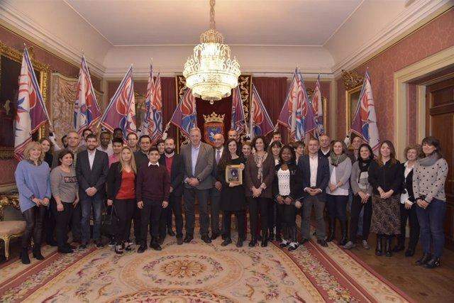 El Servicio Socioeducativo Intercultural recibe el Haba de Oro en Pamplona.