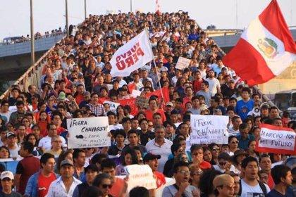Miles de peruanos salen a las calles para pedir la renuncia del fiscal general Pedro Chávarry