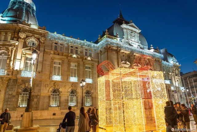 La fachada del Ayuntamiento Cartagena acoge un espectáculo de luz