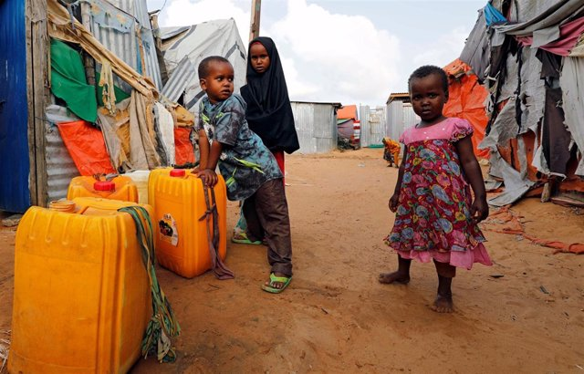 Niños desplazados somalíes en Mogadiscio