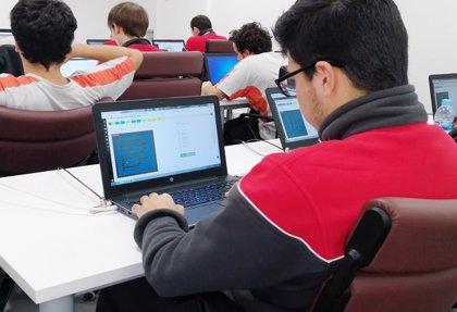 La Escuela de Aprendices de Seat enseña diferentes lenguajes de programación a sus alumnos