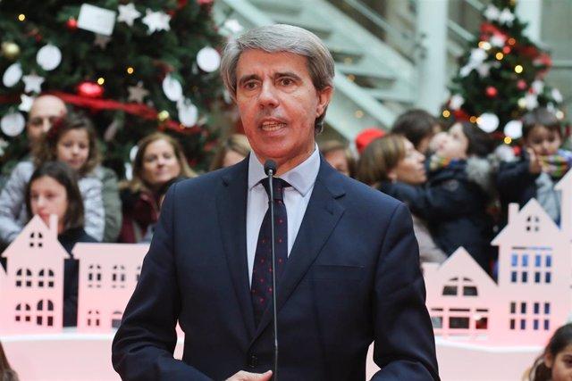 El presidente de la Comunidad de Madrid, Ángel Garrido, ha hecho entrega a sus m
