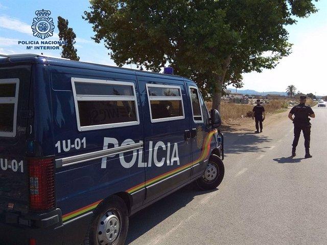 Furgón de la Policía en un control antidrogas