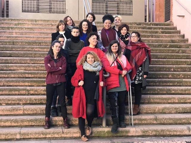 Las integrantes del ciclo Dones Lliures y de Les Impuxibles