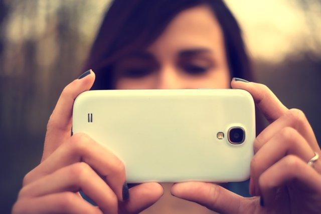 Mujer, móvil, adolescente, redes sociales