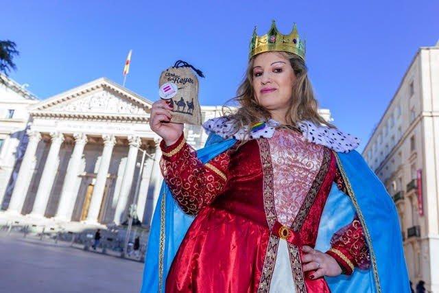 La reina maga de la FELGTB lleva carbón al Congreso