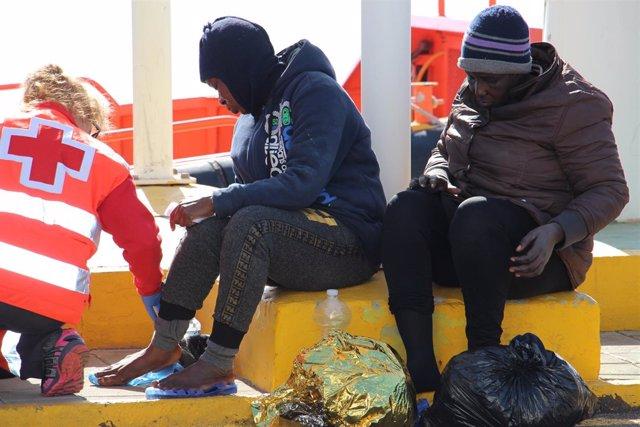 Llega una patera con cinco mujeres y dos menores a Chafarinas, la sexta en menos