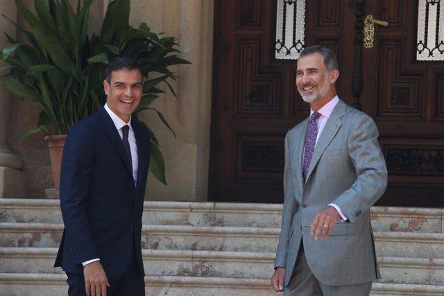 El president del Govern, Pedro Sánchez, despatxa al Rei felipe VI en el Palac
