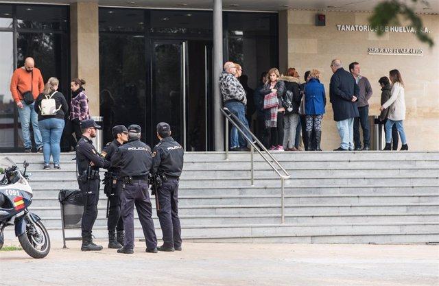 Llegada del cuerpo de Laura Luelmo al tanatorio de Huelva